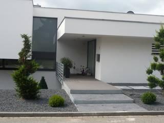 Modern puristisch Moderner Garten von Lemoni GartenDesign Modern