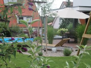 Moderner Familiengarten Moderner Garten von Lemoni GartenDesign Modern