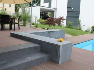 Jardines de estilo  por Lemoni GartenDesign