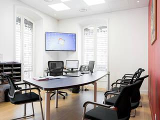 Rénovation d'une étude notariale à Lyon réHome Bureau moderne Bois Effet bois