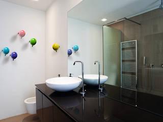 Baños de estilo  por Creativando Srl - vendita on line oggetti design e complementi d'arredo,