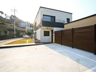강아지와 함께하는 전원주택 [경기 용인 남동] 모던스타일 주택 by 한글주택(주) 모던