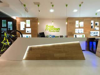 Free Motion Bikecenter Espacios comerciales de estilo moderno de ESTUDIO SERGIO MACÍAS Moderno