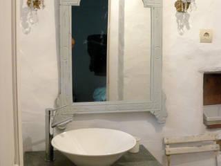 Modern Bathroom by Ángela Escribano Modern