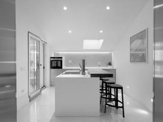 INTERNO ITALIANO: Cucina in stile in stile Moderno di ZETAE Studio