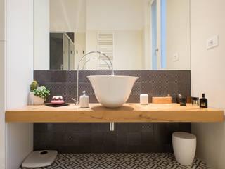 INTERNO ITALIANO: Bagno in stile  di ZETAE Studio