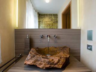 Baños de estilo moderno de STEINWOLF NatursteinLösungen Moderno