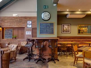 Klassische Bars & Clubs von Piloni Arquitetura Klassisch