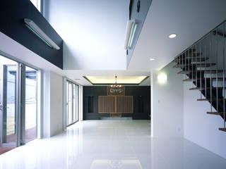 Comedores de estilo moderno de 猪股浩介建築設計 Kosuke InomataARHITECTURE Moderno