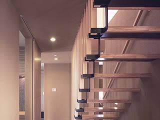 Pasillos, vestíbulos y escaleras clásicas de 猪股浩介建築設計 Kosuke InomataARHITECTURE Clásico