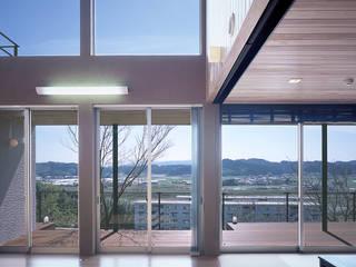 Livings de estilo clásico de 猪股浩介建築設計 Kosuke InomataARHITECTURE Clásico
