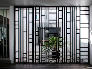 Modern windows & doors by BAG arquitectura Modern Iron/Steel