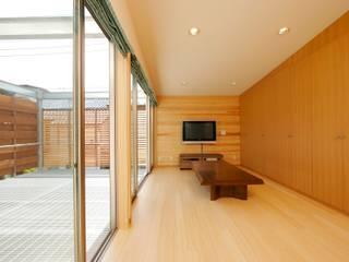 仲摩邦彦建築設計事務所 / Nakama Kunihiko Architects Modern living room Wood Brown