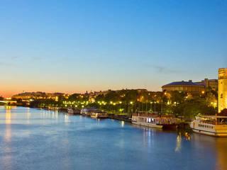 Sevilla (Spain): Casas de estilo  de María Guerra