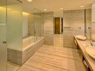 Epic Sana Lisboa Hotel: Casas de banho  por NL Decoração