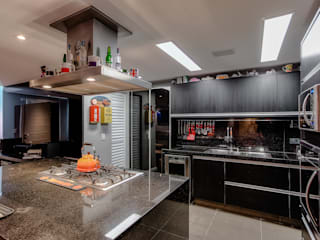 VL Arquitetura e Interiores Modern kitchen Black