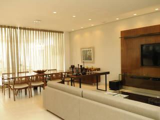 Residência AVS: Salas de estar  por A/ZERO Arquitetura