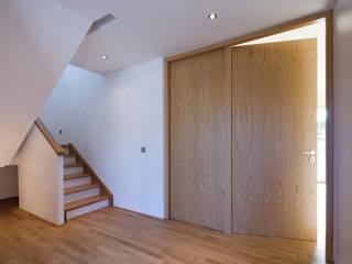 Holzrahmenbau puschmann architektur Moderner Flur, Diele & Treppenhaus