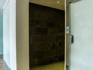 Ático Duplex, Reforma integral Pasillos, vestíbulos y escaleras de estilo moderno de Molina Decoración Moderno