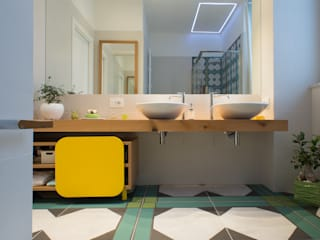 Bathroom by Mario Ferrara, Modern
