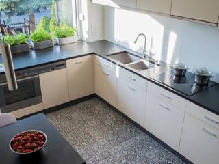 SŁONECZNA KUCHNIA Minimalistyczna kuchnia od Kokon Studio Karolina Alicja Prałat Minimalistyczny