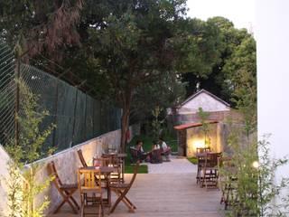 CASINHA BOUTIQUE CAFÉ I PORTO: Espaços de restauração  por Habitat Arquitectura Paisagista,Moderno