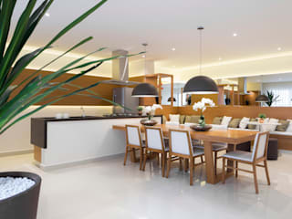 Modern dining room by SESSO & DALANEZI Modern