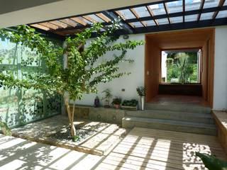 Garten von interior137 arquitectos , Modern