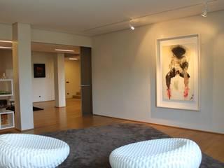 LIVING:  in stile  di EMOTIONAL HOME di Ramona Abis