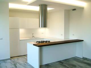 L'arredamento diviene un tutt'uno con l'ambiente Sabattini Cucine Cucina moderna Legno Bianco