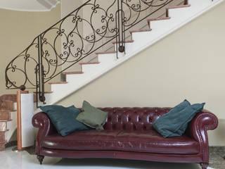 House V Ingresso, Corridoio & Scale in stile classico di Capasso ARCHITETTI Classico