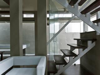 Binoy And Nisha's Office Minimalist office buildings by FOLIAGE Minimalist