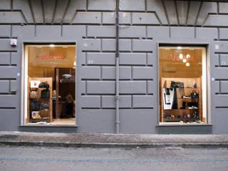 Ndonetta: Negozi & Locali commerciali in stile  di Capasso ARCHITETTI