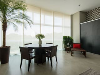 Dining room by Samaia Arquitetura+Design, Modern