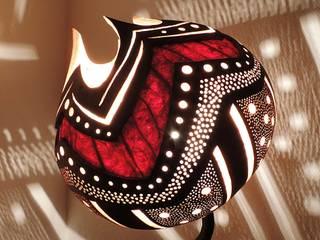 Lampe à poser en calebasse sur un bloc de racine de bruyère par Reflet Bois Éclectique