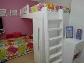 Apartamento das Crianças: Quarto infantil  por EMMILIA CARDOSO DESIGNERS ASSOCIADOS,Moderno