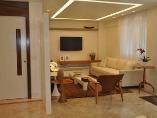 Apartamento Espelho Prata: Salas de estar  por EMMILIA CARDOSO DESIGNERS ASSOCIADOS,Moderno