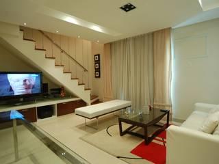 Apartamento Laranja: Salas de estar  por EMMILIA CARDOSO DESIGNERS ASSOCIADOS,Moderno