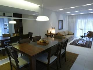 Apartamento Maça Verde: Salas de jantar  por EMMILIA CARDOSO DESIGNERS ASSOCIADOS,Moderno