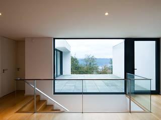 House in Barcelos, Portugal de Rui Grazina Architecture + Design Minimalista