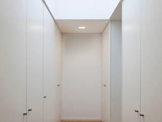 House in Barcelos, Portugal Dormitorios de estilo minimalista de Rui Grazina Architecture + Design Minimalista