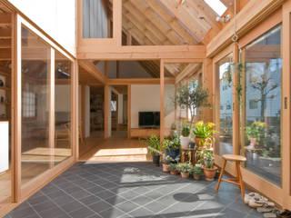 柏の平屋 ねじれ屋根のせ: 千田建築設計が手掛けたサンルームです。