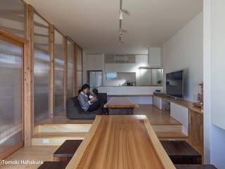 仲間が集う「よりあい」の家 モダンデザインの リビング の I Live Architects/田辺弘幸建築設計事務所 モダン