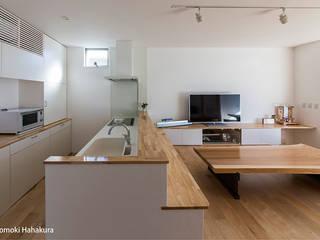 仲間が集う「よりあい」の家 モダンな キッチン の I Live Architects/田辺弘幸建築設計事務所 モダン