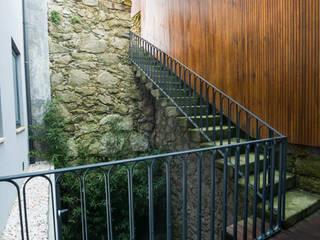 Minimalist style garden by BLK-Porto Arquitectura Minimalist