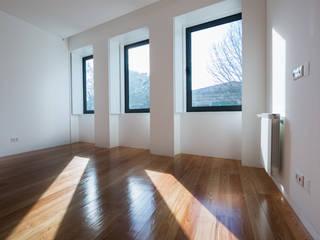 Minimalist bedroom by BLK-Porto Arquitectura Minimalist