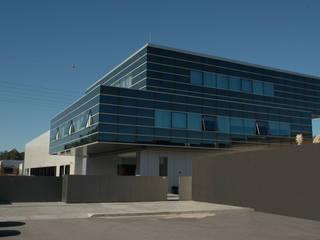 Centro de Conferência de Faturas por BLK-Porto Arquitectura Minimalista