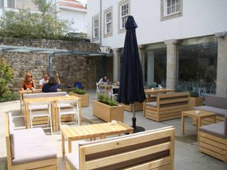 CASINHA BOUTIQUE CAFÉ - VIANA DO CASTELO: Espaços de restauração  por Habitat Arquitectura Paisagista,Moderno