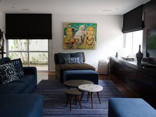 MEM EXPRESS - Sala de TV.:   por MEM Arquitetura