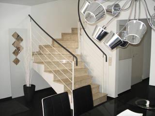 Puristisches Wohnhaus Moderne Esszimmer von INSIDE tp Modern